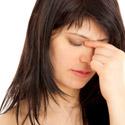 femme souffrant d'une sinusite