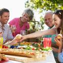 un repas familial riche en nutriments