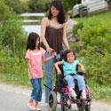 enfant en fauteuil roulant